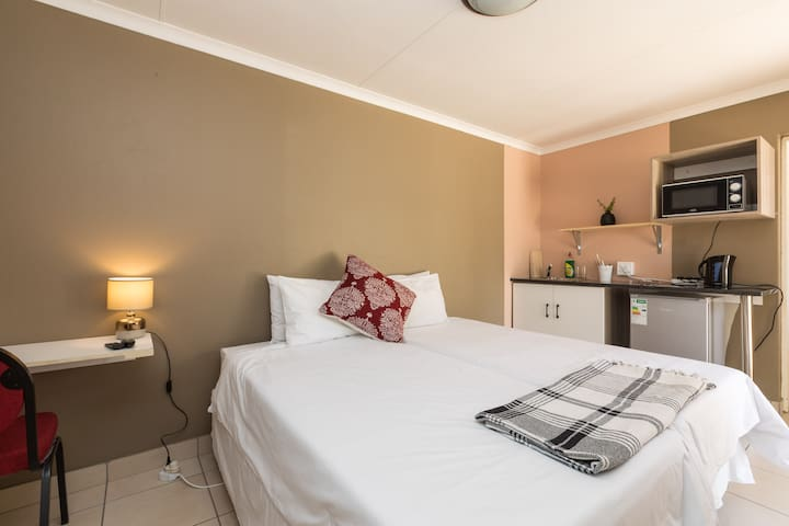 Cozy guestroom in Sandton Room 4