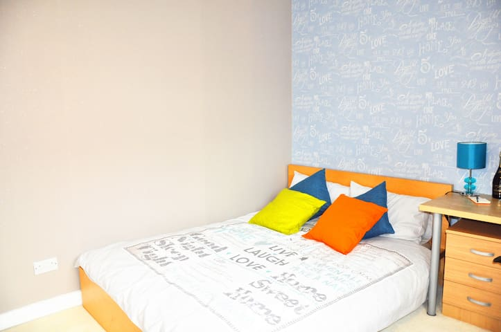 Comfy double room in West End Glasgow free parking - Glasgow - Appartement