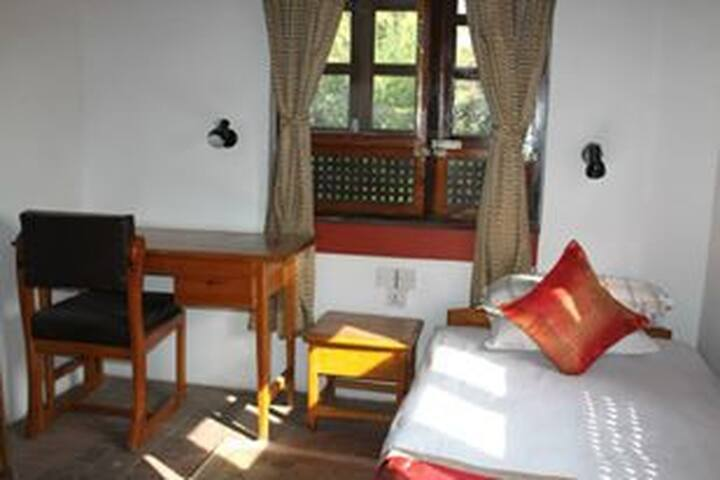 Single Room: Writing desk and window with garden view.