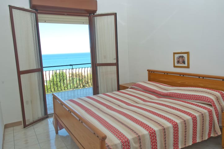 SUN & FUN IN SOUTH ITALY - Santa Caterina Dello Ionio Marina - Apartment