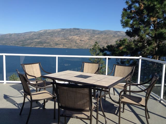 Unbeatable Lake View suite - Peachland - House