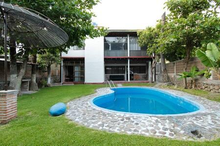Casa Alpe Tequesquitengo - Haus