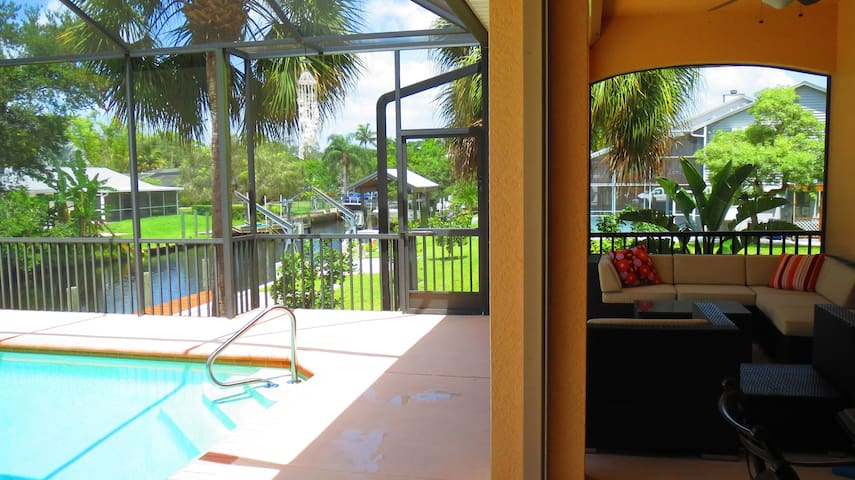 NEW! HOME ON CANEL WITH HEATED POOL - Bonita Springs - Casa