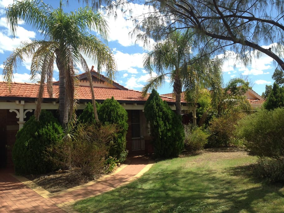 A nice cul-de-sac house 20 min from Perth and 15 min from Fremantle!