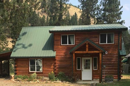 River View Log Cabin With Wifi, Hot Tub!