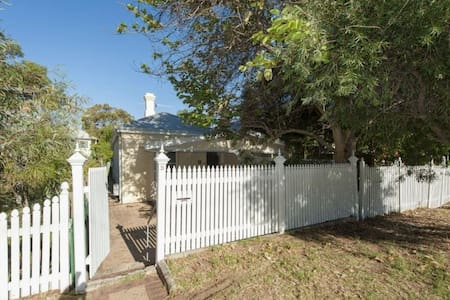 300m from South Cottesloe Beach - House