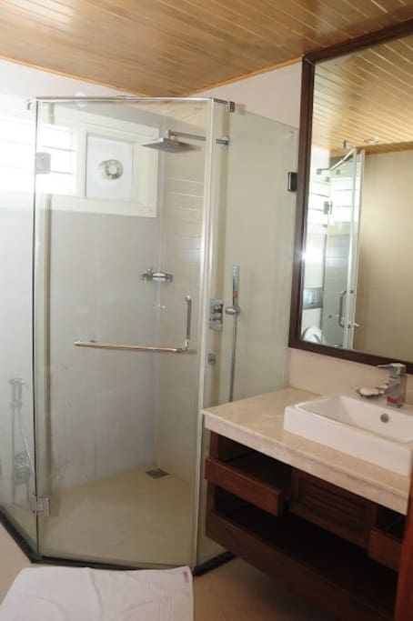 Newly Renovated Bathrooms! Glass Shower Cubicle.
