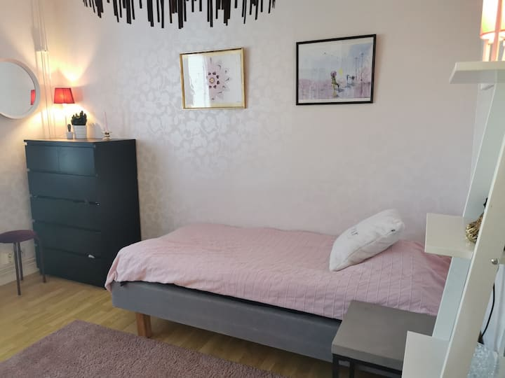 Cosy room close to Kalmar C
