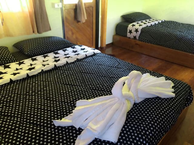 Peaceful Room with AC in Pai - ปาย - Bed & Breakfast