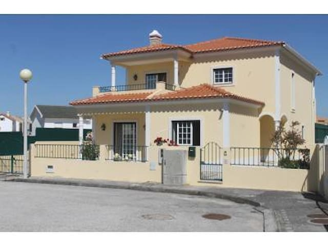 Wonderful Villa with Sea View - Atouguia da Baleia - Hus