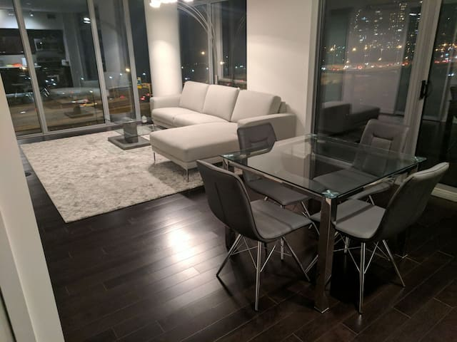Large 2bed 2bath with Lake View