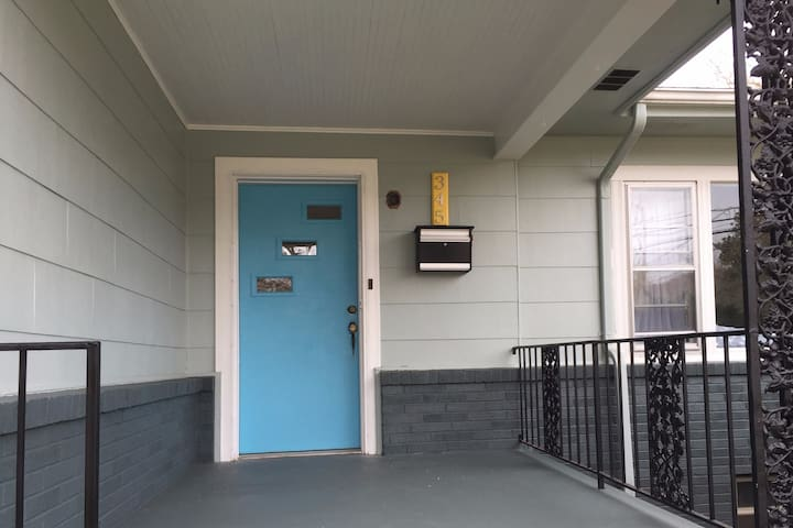 Bright renovated home 3 blocks from downtown!