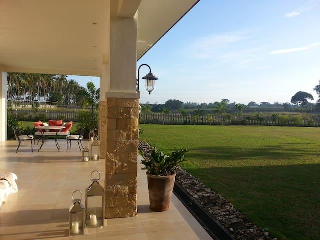 Casa Victoria Dumaguete Hillside Retreat Room1