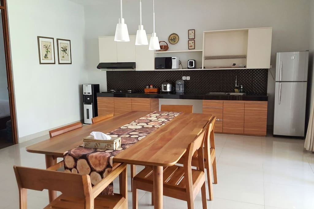 Integrated dinning room and kitchen