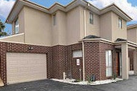 Halal home with Country hospitality - Broadmeadows