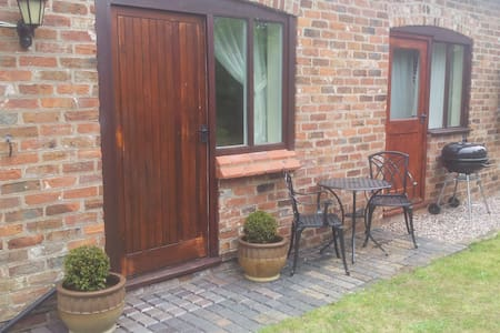 Poplar Farm Studio-Sleeps 4/Hot Tub - Cheshire West and Chester - Daire