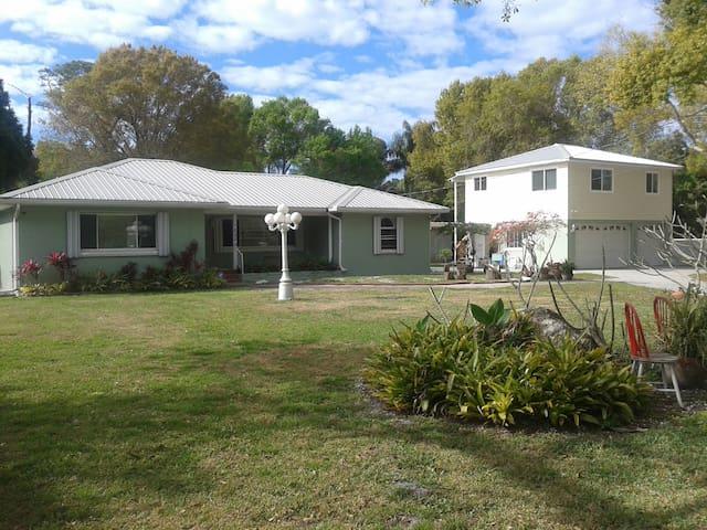 shared house 3 miles from beach/SPCSeminole - Seminole - Bed & Breakfast