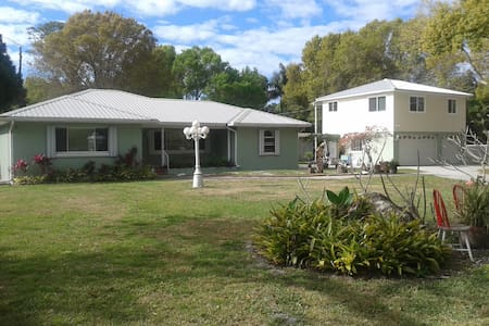 shared house 3 miles from beach/SPCSeminole - Seminole - Bed & Breakfast