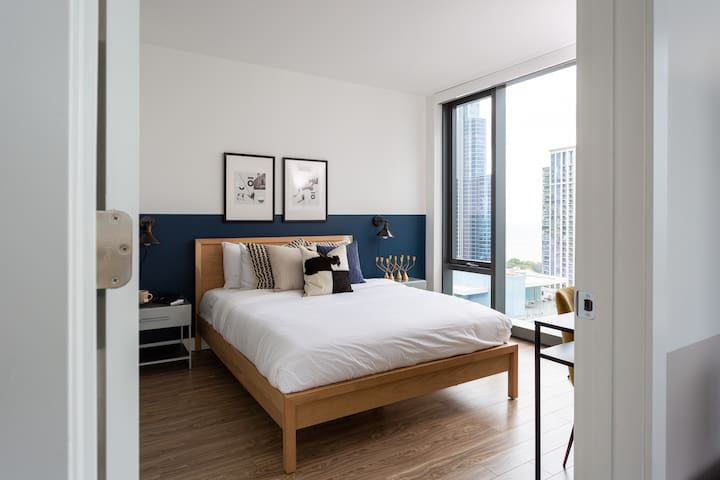 Domio I South Loop I Vibrant 2 BR + Pool and Fitness Center