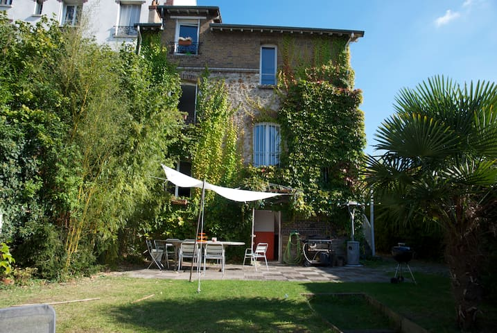 15 mn from Paris, quiet house, pool - Montmorency - House