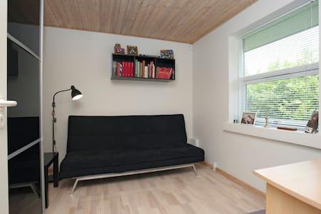 Guest room in Skanderborg villa - Skanderborg - Dom