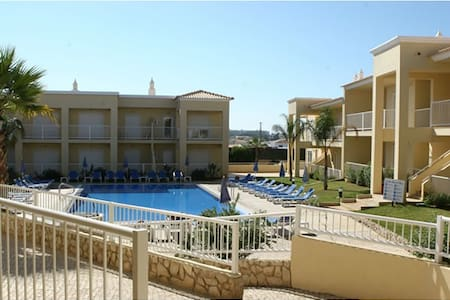 Excellent quiet house. Bedroom almost inside pool - Albufeira