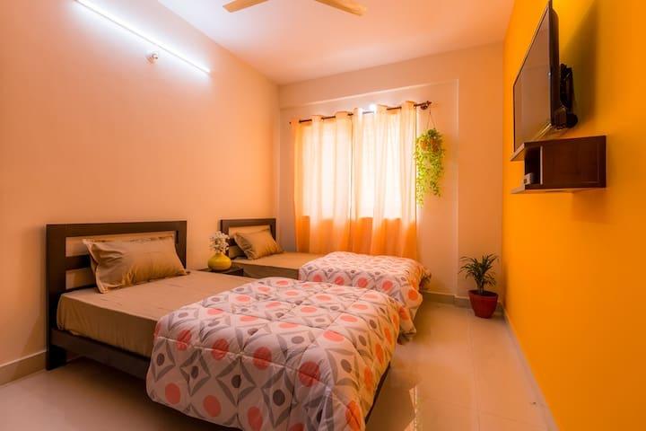 Helloworld Indranagar | Leela Palace | Domlur-01