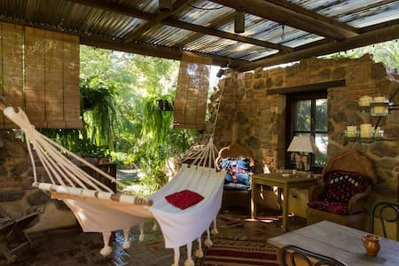 Peaceful, green courtyard house - Antigua Guatemala - Apartment