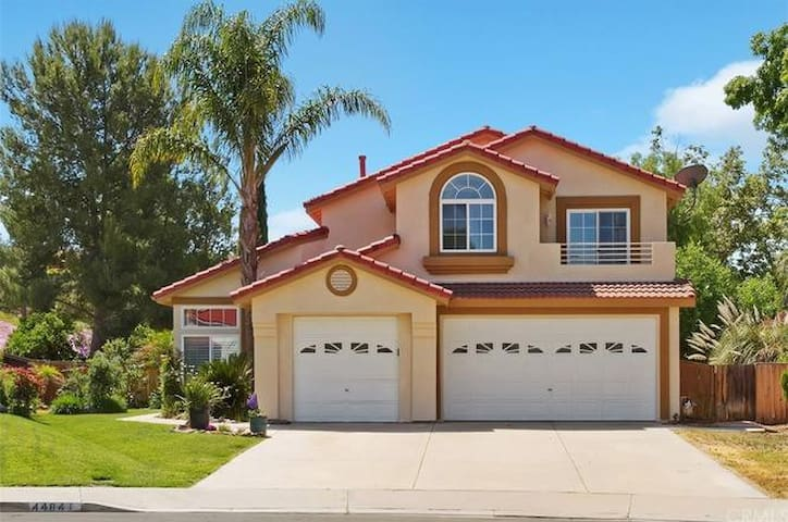 Beautiful South Temecula Home with LOTS of Room!