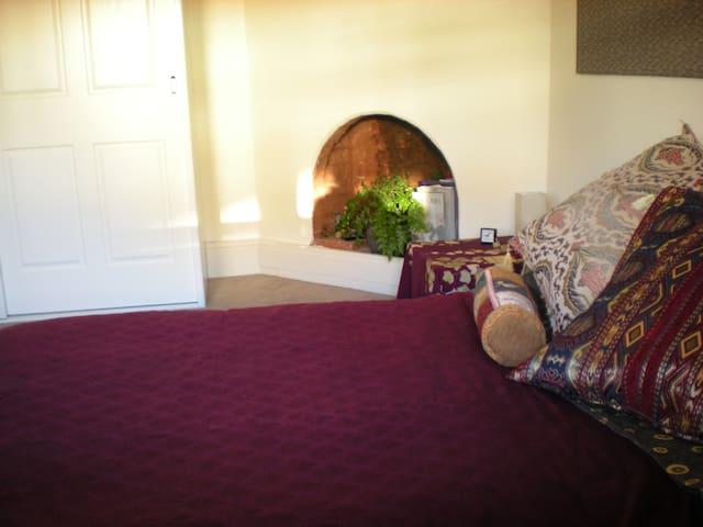 Double futon bed in bedroom 1