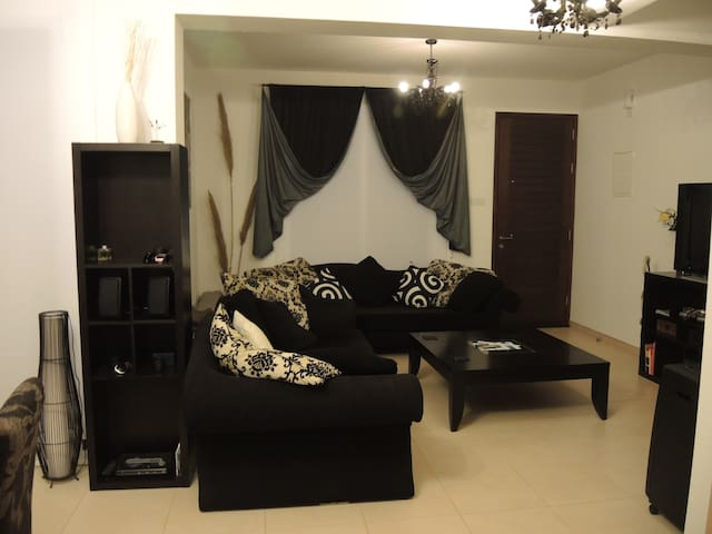 Room with private shower and toilet - Paralimni - House