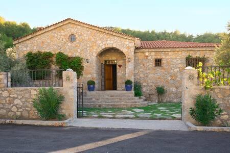 Fethiye Yeşilüzümlüde TOSCANA Sitili Lüx Villa