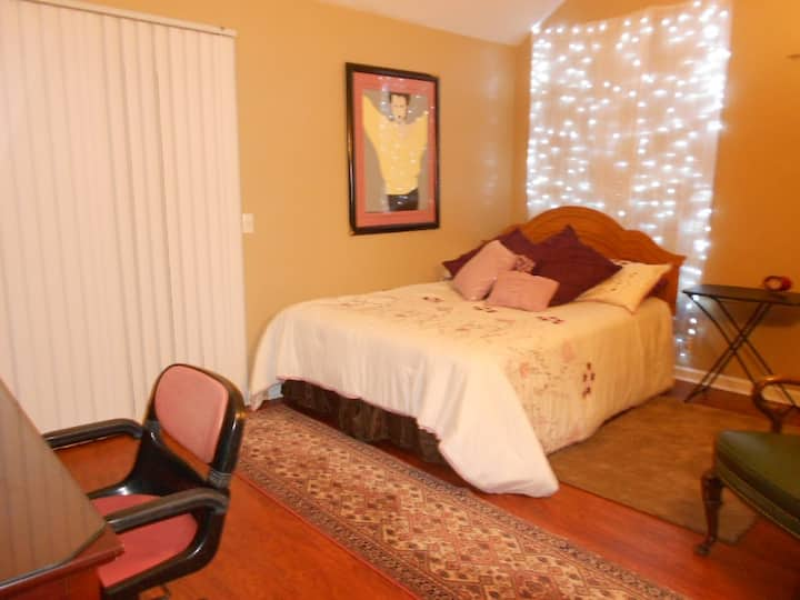 SPACIOUS MASTER BEDROOM NEAR PERCY PRIEST LAKE  NS