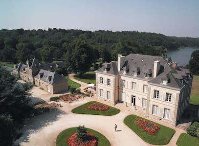 Château de Locguénolé 1 - Schloss