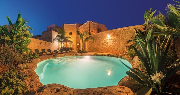 Villa Sky-Charming spacious villa with privatepool