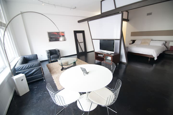 The Perfect Location! 2br Modern Loft Downtown