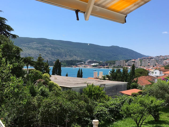 Apartment Njegos, great location. Welcome!