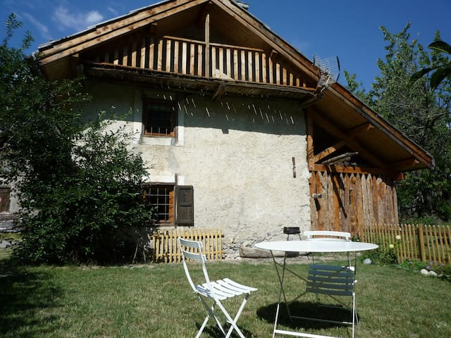 Typical lovely Alps' house - Val-des-Prés