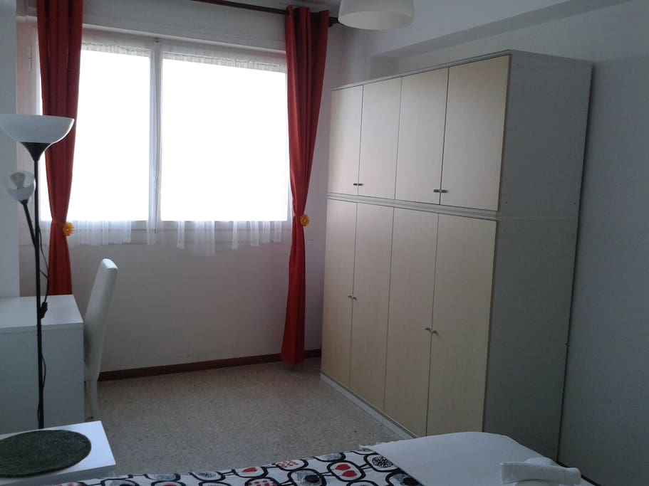 Big luminous double bedroom flats for rent in roma for Luminous bedroom