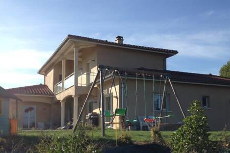 Grande villa au milieu des vignes - Saint-Germain-Nuelles