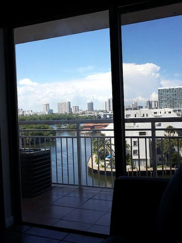 Apartament with an amazing view and location - Sunny Isles Beach