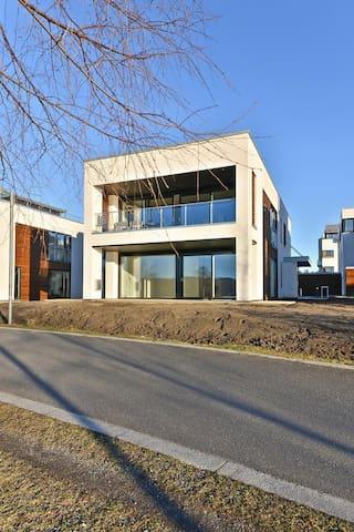Fornebu - Sjøfront-leilighetsvilla