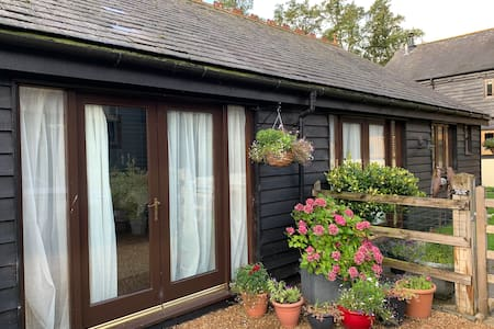 Detached Garden Annexe in Pretty Rural Coutryside
