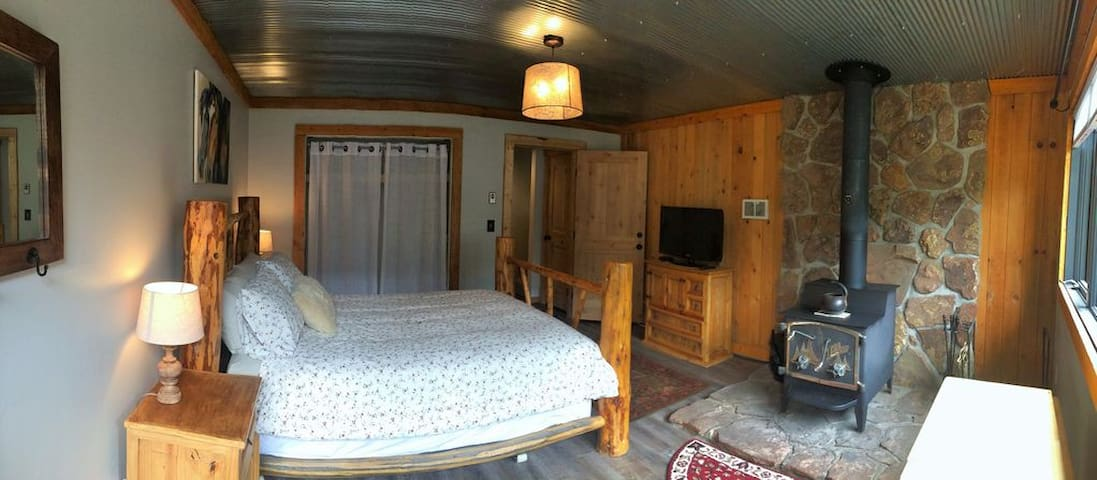 1 BLOCK TO MAIN ST- GUEST SUITE-SLEEPS 3