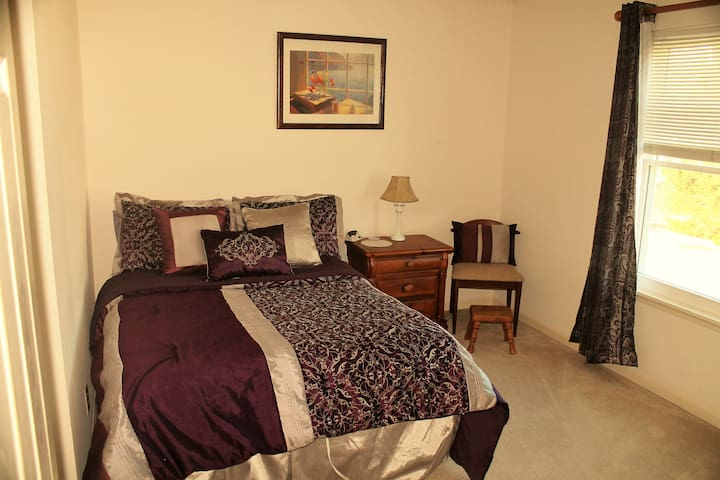 Race fans!6 miles to IMS! Popular SilverPlum Room! - Indianapolis - Huis