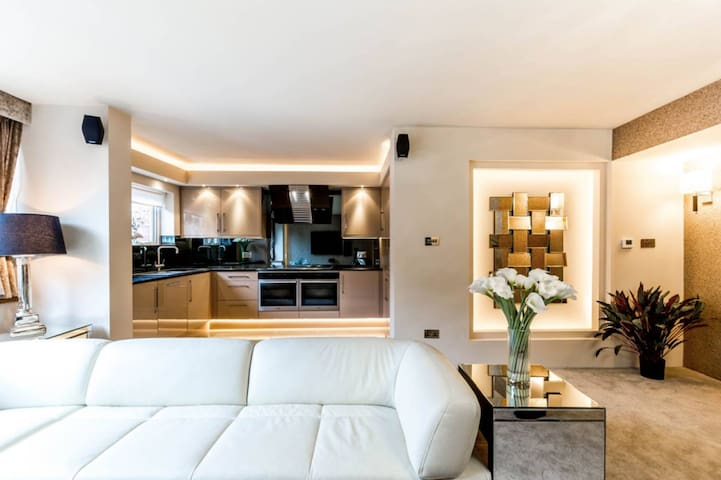 Newly renovated 2 double bed apartment Sloane Sq