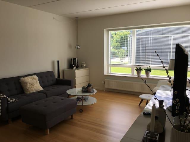 Lys stuelejlighed i attraktive omgivelser i Aarhus - Højbjerg - Apartamento
