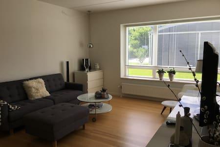 Lys stuelejlighed i attraktive omgivelser i Aarhus - Højbjerg