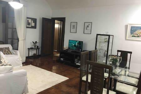 Lindo e amplo Apartamento Localização Excelente