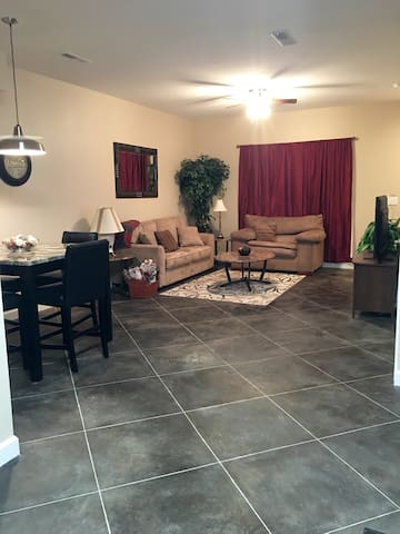 Brand New Apt!! 2bd/2.5ba- 1 Mile from I-24 & Mall